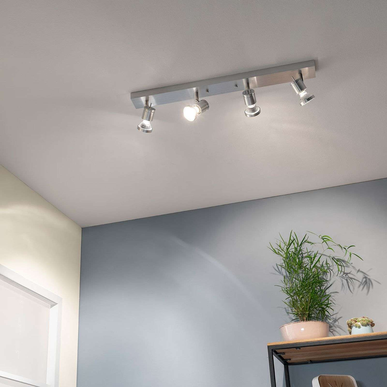 Spot da soffitto Asto a 4 luci con anello dec.