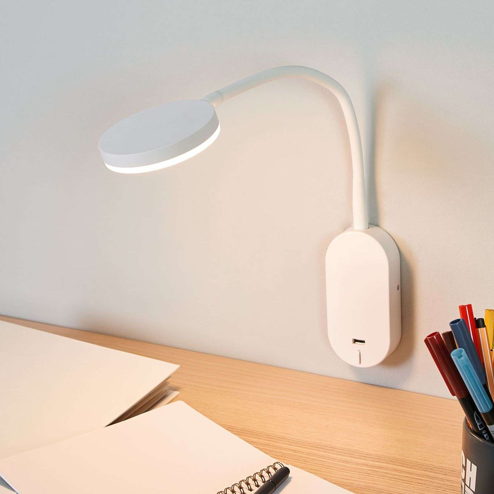 Applique LED Milow con braccio flex e porta USB