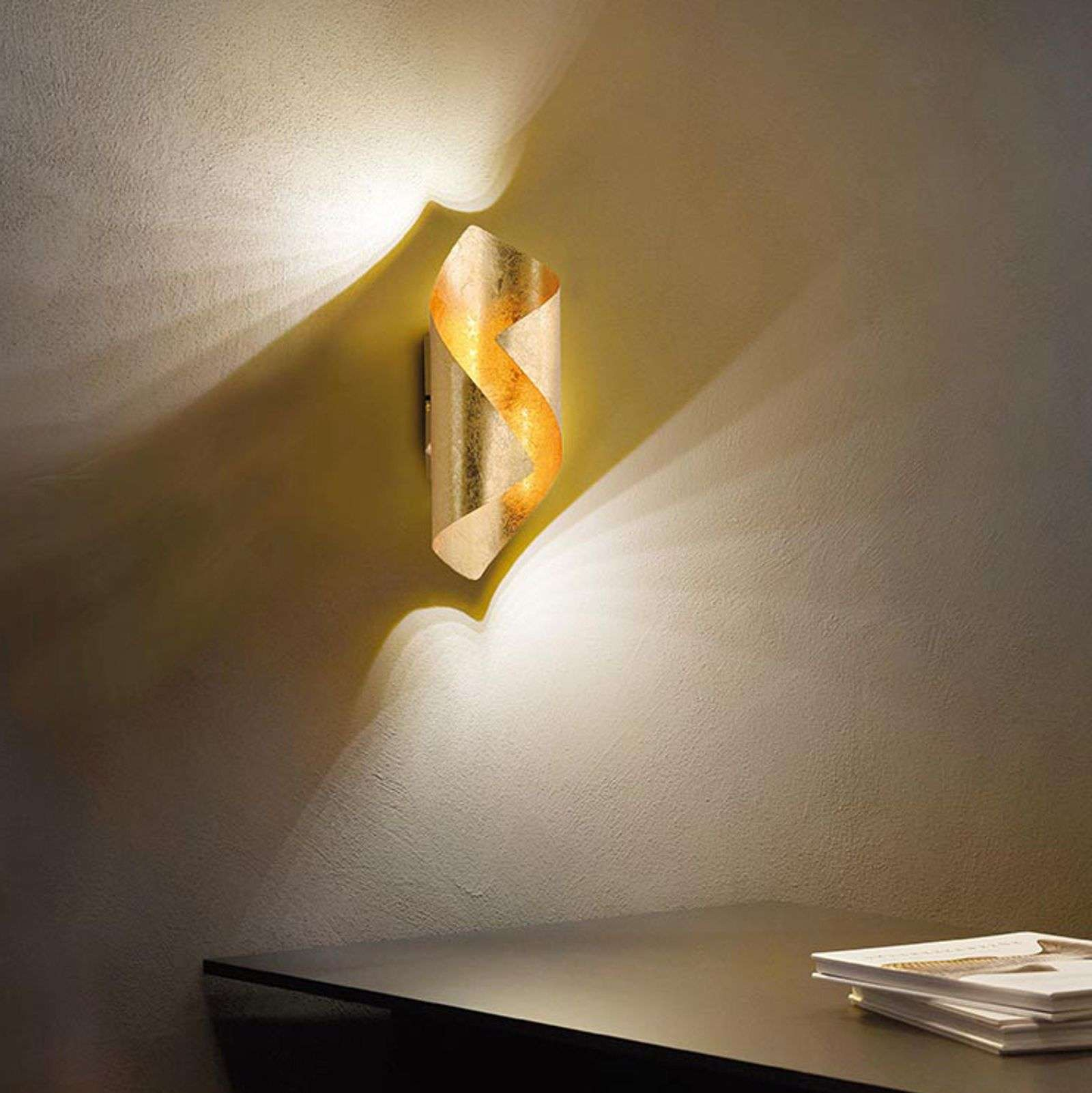 Originale applique a LED Nevis in metallo dorato
